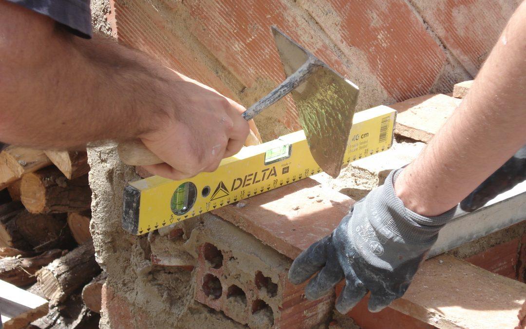 L'ESCOLA ORÍGENS comença la 6a Edició del CURS D'OFICIAL DE PALETA EN BIOCONSTRUCCIÓ amb les places exhaurides